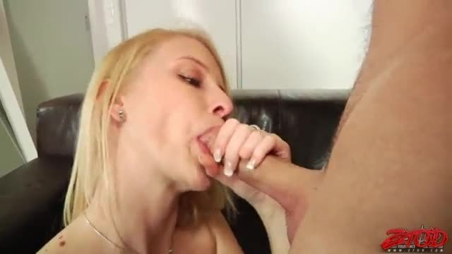 She always takes it in her ass thats why her pussy remains fresh and juicy red