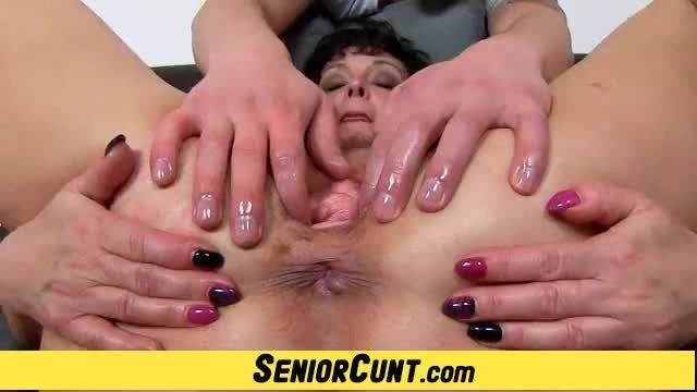 Amateur lady greta receives pussy fingering from a boy