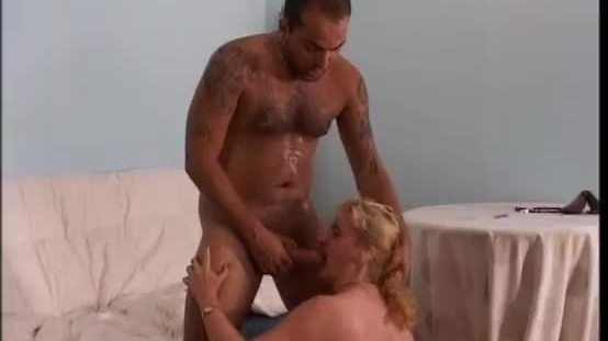 Blonde milf caught a worker sleeping and he fights back abusing of her